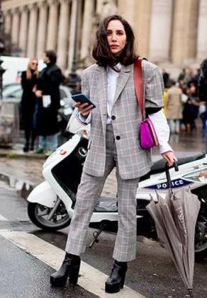 b76e84c2a2650 Klasik Takım Elbise Kombini. Klasik Bayan Giyim 2019 Kombineleri Bayan  Giyim Modası